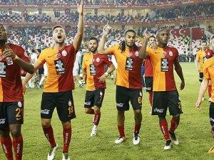 Ünlü futbolcu Galatasaray'a veda etti