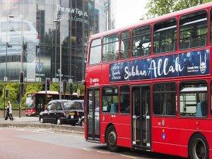 """Londra'da otobüslere """"Sübhanallah"""" yazılı ilanlar yerleştirildi"""