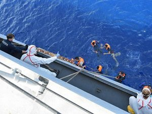 Italian navy recovers bodies from Mediterranean