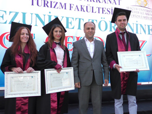 Turizmci öğrencilerin mezuniyet heyecanı