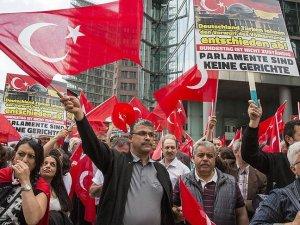 Almanya'da Türklerden Ermeni iddiaları oylamasına protesto
