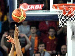 Basketbolda derbi heyecanı sürüyor