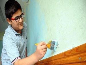 Harçlıklarıyla boya alıp sınıflarını boyadılar