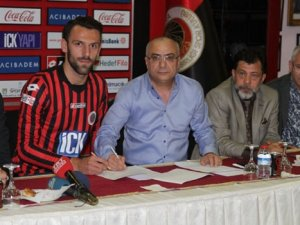 Vedat Muric imzayı attı