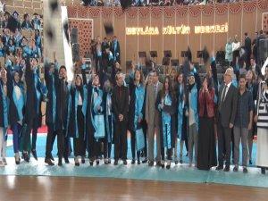 NEÜ Sosyal ve Beşeri Bilimler Fakültesi ilk mezunlarını verdi