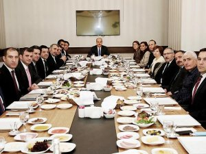 Başbakan Yardımcısı Kurtulmuş gazetecilerle bir araya geldi