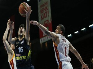Fenerbahçe finalde Anadolu Efes'in rakibi oldu