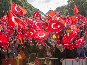 Almanya'daki Türkler 1915 tasarısına karşı tek yürek