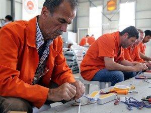 Cezaevinde yaptıkları ledlerle Türkiye'yi aydınlatıyorlar