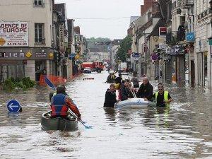 Fransa'da şiddetli yağış nedeniyle kırmızı alarm