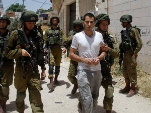 İsrail bir ayda 471 Filisintinliyi gözaltına aldı