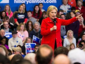 Clinton: Trump'ı başkumandanımız yapmak tarihi bir hata olur