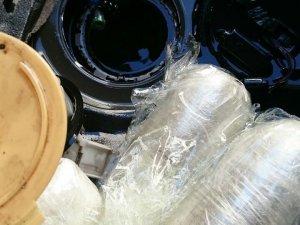 Yakıt deposuna zulalanmış 23 kilo esrarı polisten kaçıramadı