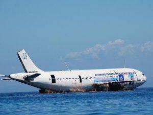 Aydın'da kargo uçağı suya indirildi