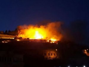 Tarihi kalede yangın çıktı!