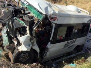 Diyarbakır'da feci kaza: 6 ölü, 4 yaralı