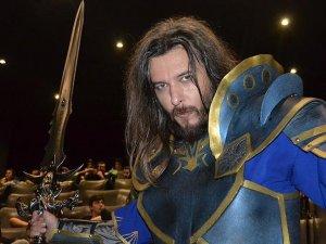 Filmi izlemeye 'Warcraft' kostümüyle geldi