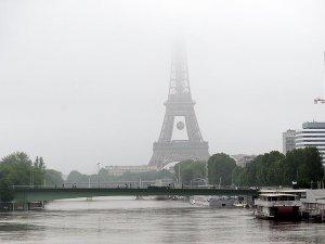 Paris'te su taşkını tehlikesi EURO 2016 öncesi planları alt üst etti