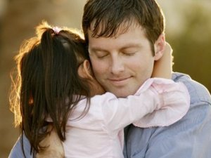 Sevdiğin birine sarılmak ruh halini düzeltiyor