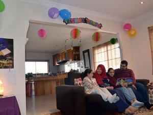 Çocuklarına ramazan bilinci vermek için 6 yıldır evini süslüyor