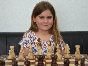 Türk kızı Aleyna, Avusturya'da satranç şampiyonu oldu