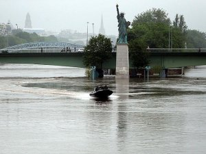 Fransa'da selin faturası 2 milyar avroya çıkabilir
