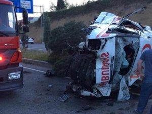 Hasta nakli yapan ambulans takla attı: 1 ölü, 3 yaralı