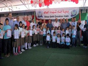Suriyeli yetim öğrencilerin karne sevinci