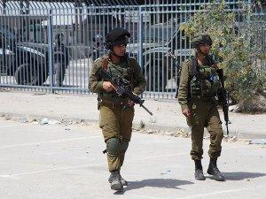 İsrail Batı Şeria'daki evlerin çatılarını gözetleme noktasına çevirdi