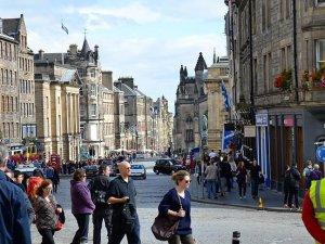 İskoçya'da başörtülü kadın polis açılımı