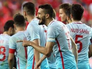 Beşiktaş ve Galatasaray Mehmet Topal için atakta