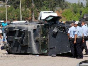 Zırhlı polis aracı devrildi: 3 polis ağır yaralı