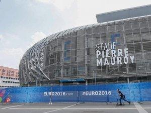 On farklı şehirdeki on statta EURO 2016 heyecanı