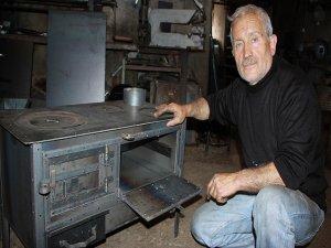 Karadeniz'in 'fırınlı soba' geleneğini yaşatıyor