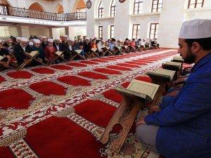 Asırlık camide mukabele geleneği
