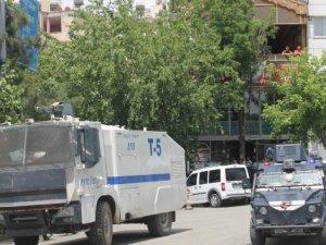 Siirt Emniyet Müdürlüğü caddesi trafiğe kapatıldı