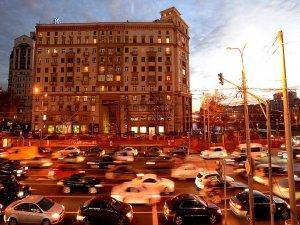 Rusya'da otomobil satışlarındaki düşüş rekor tazeledi