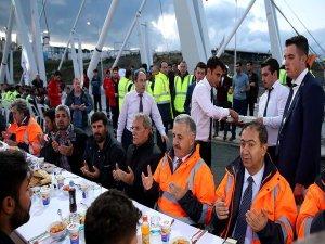 Bakan Arslan 3. Köprü'de işçilerle iftar yaptı