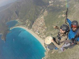 Yamaç paraşütü ve müziği gökyüzünde buluşturdu