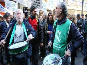 Arjantin'de gazetecilerden işten çıkarmalara karşı protesto