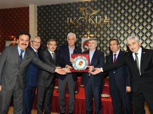 """Başkan Akyürek'e """"spora katkı"""" ödülü"""