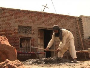 Pakistani Muslims build church for Christian neighbors