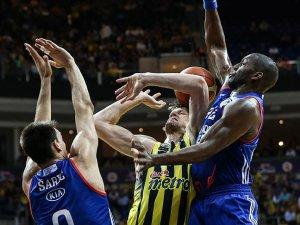 Fenerbahçe, Anadolu Efes karşısında seriyi 3-1'e getirdi