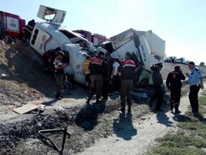 Konya'da tır ile minibüs çarpıştı: 10 ölü, 4 yaralı