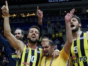 Fenerbahçe şampiyonluk için parkede