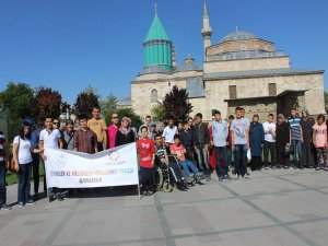 Engelli öğrenciler Konya'nın tarihi yerlerini gezdi