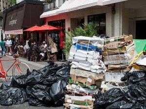 Paris sokaklarında çöp yığınları oluştu