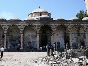 'Terörün camileri hedef alması utanç vesilesidir'
