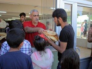 Elazığ'da sığınmacı ailelere ücretsiz ekmek