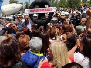 CHP'liler bu defa da polise saldırdı!